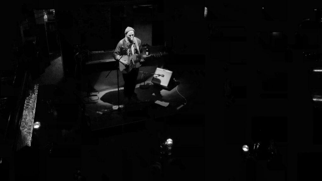 Jawhar Basti auf der Bühne des Albani, Winterthur