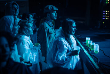 Besucherinnen geniessen Klaus Johann Grobe am B-Sides 2019