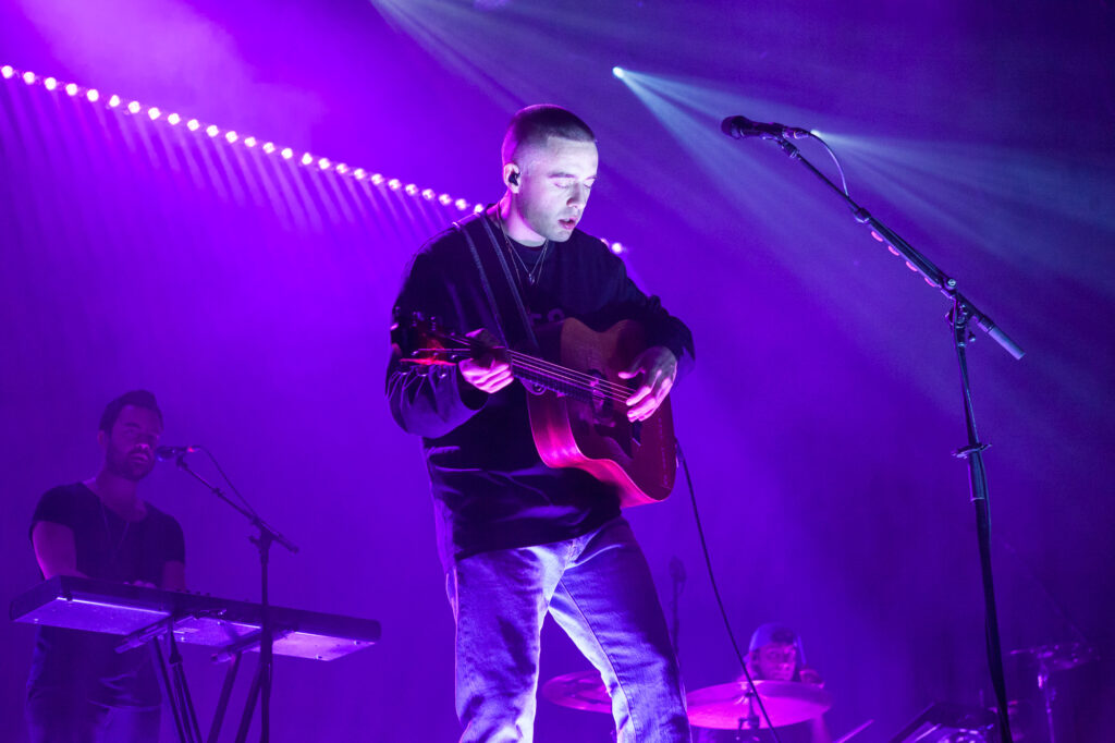 Dermot Kennedy mit Gitarre